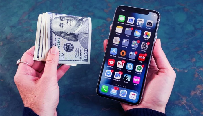 Photo of How Smartphones Have Changed the Way We Manage Money